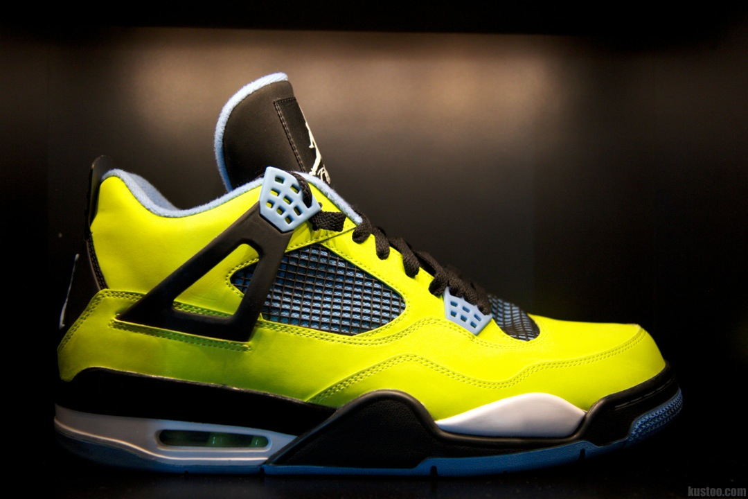 "Chris Paul Air Jordan 4 ""Volt"""