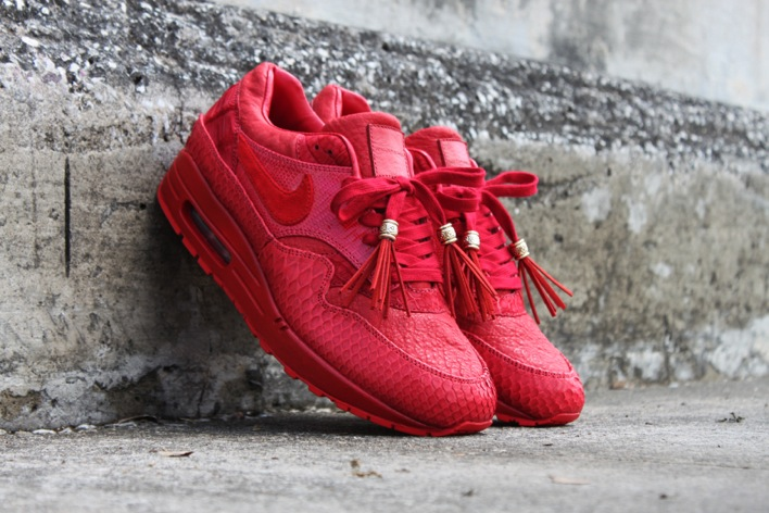 all red air max 1