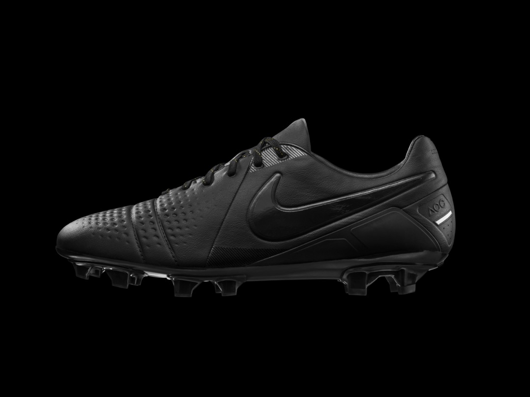 nike-ctr-360-all-black-limited-edition_01