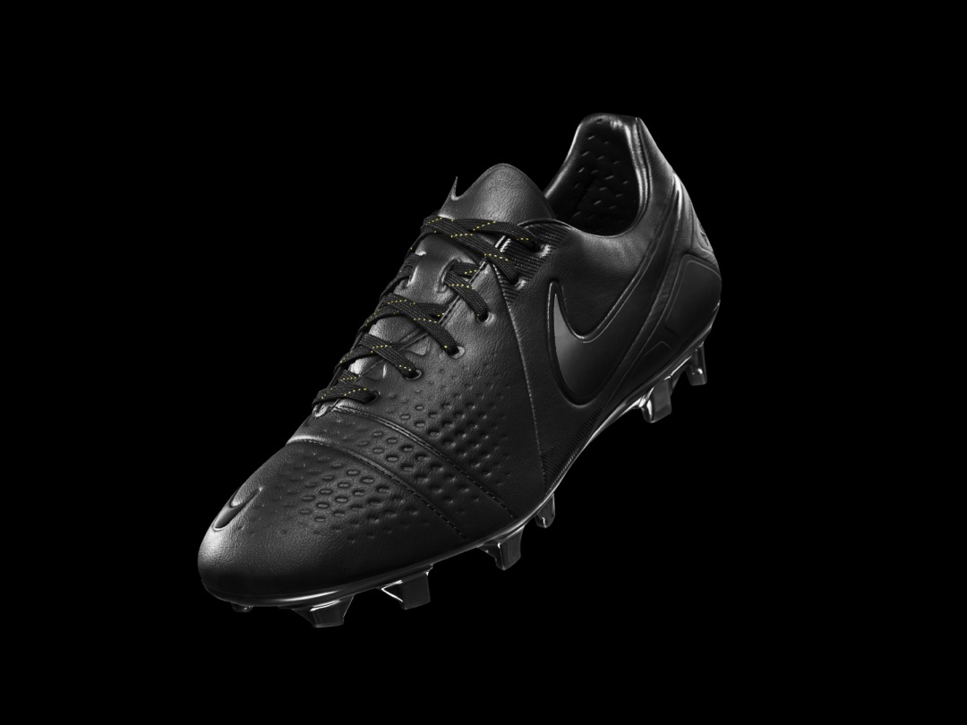 nike-ctr-360-all-black-limited-edition_02