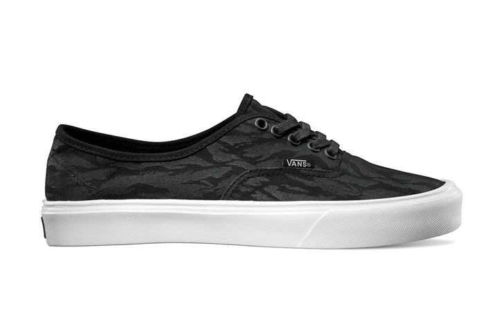 Vans LXVI Authentic-Lite_(Stealth)-black