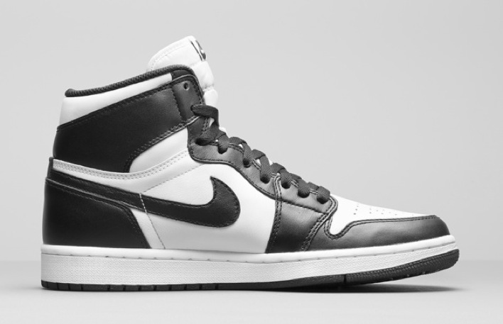 nike-air-jordan-1-black-white-retro-og-02